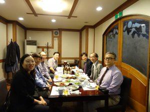 今後の運営についてビジネスミーティングを行いました。写真は夕食会の様子。